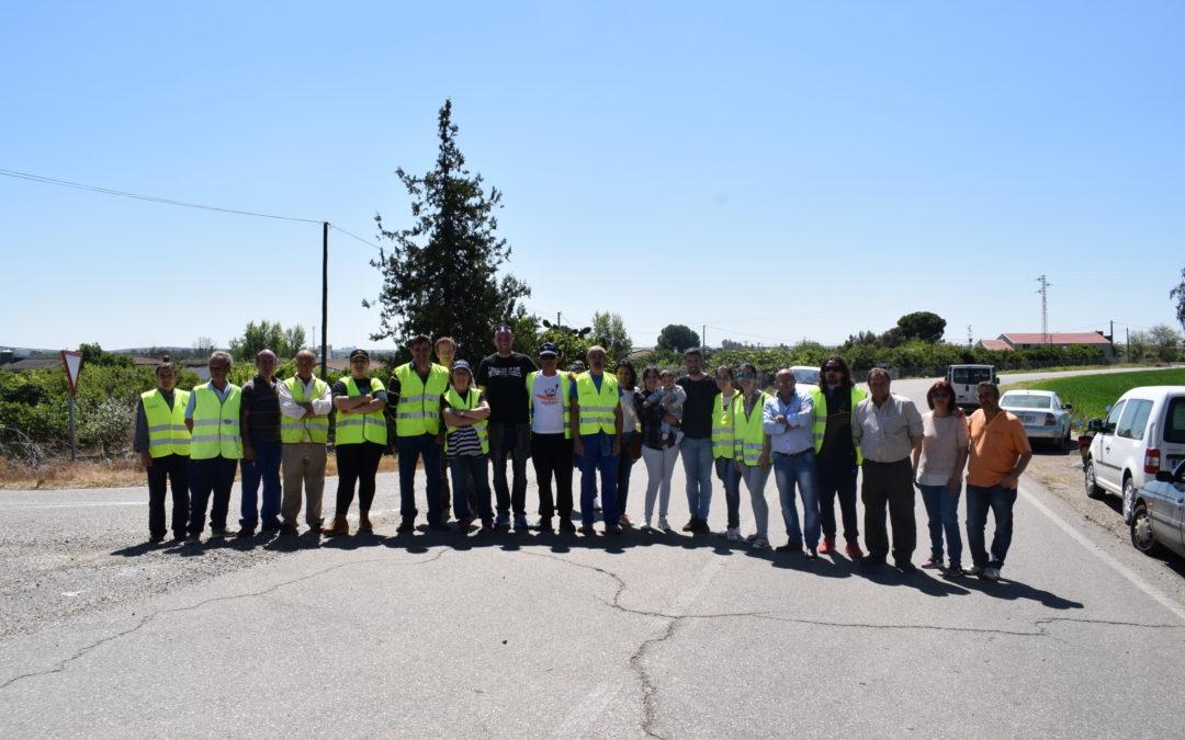 La alcaldesa conoce el proyecto de arreglo de la CH-2  de Encinarejo a Almodóvar del Río 1