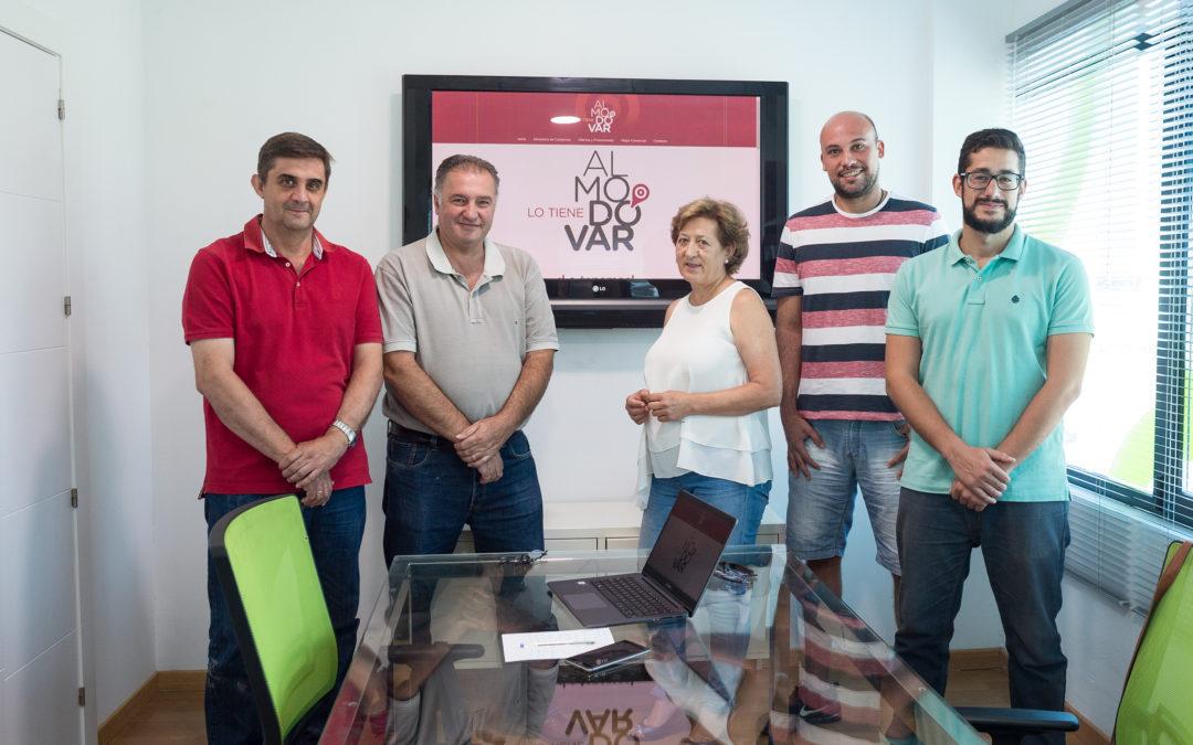 En la imagen, miembros del Equipo de Gobierno con el presidente de Asemar, Francisco Vicent, y el responsable de la empresa Naftic, Álvaro de Toro.